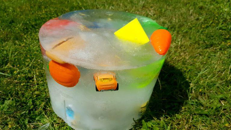 Eisblock: Spaßige Abkühlung für Kinder