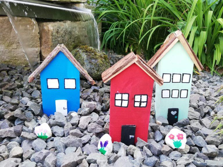 Ein Dekohaus aus Holz für den Garten basteln