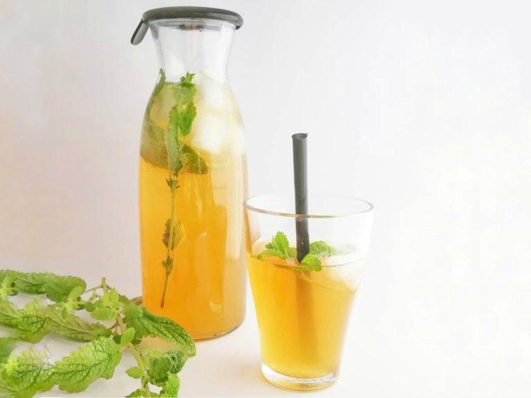 Selbstgemachte Kräuter-Limonade ohne Zuckerzusatz